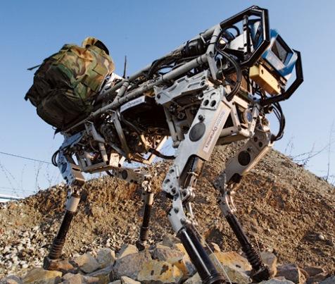 На фото: робот-конь США.